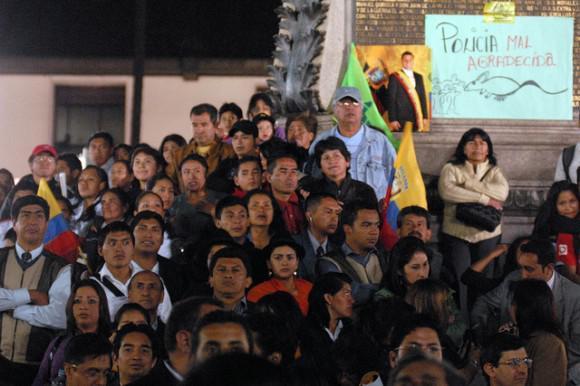 """""""Undankbare Polizei"""" - Transparent vor dem Regierungspalast."""