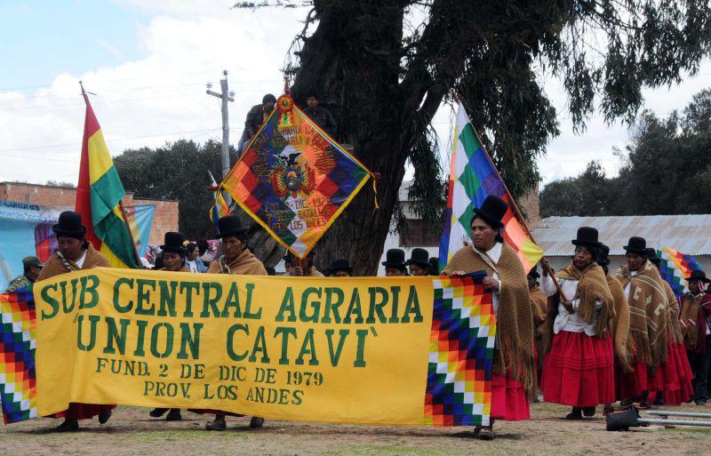 """Frauen mit Transparent der Gewerkschaft """"Union Catavi"""""""