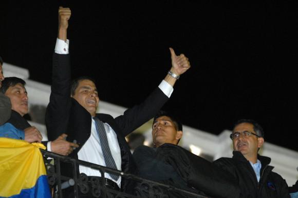 Correa auf dem Balkon des Regierungspalastes.
