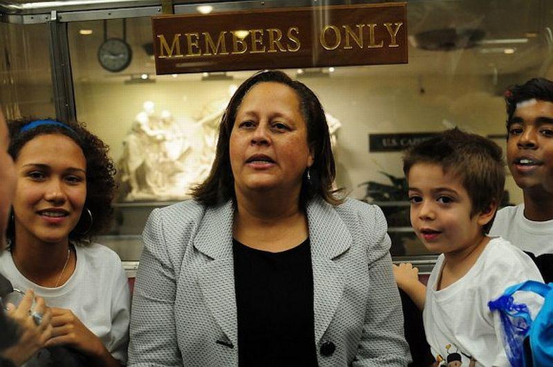 Bei einem Treffen im Kongress in Washington D.C. mit der Abgeordneten der Demokraten, Laura Richardson
