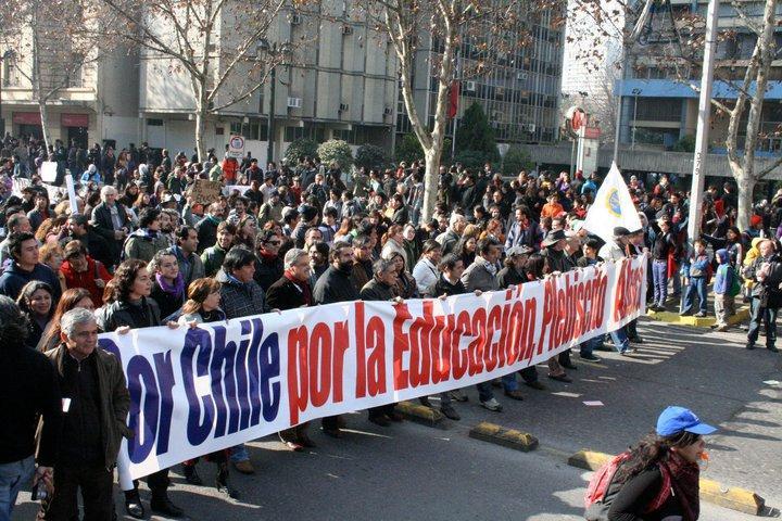 Die Demonstrierenden setzen sich für einen Volksentscheid zur Bildungspolitik ei