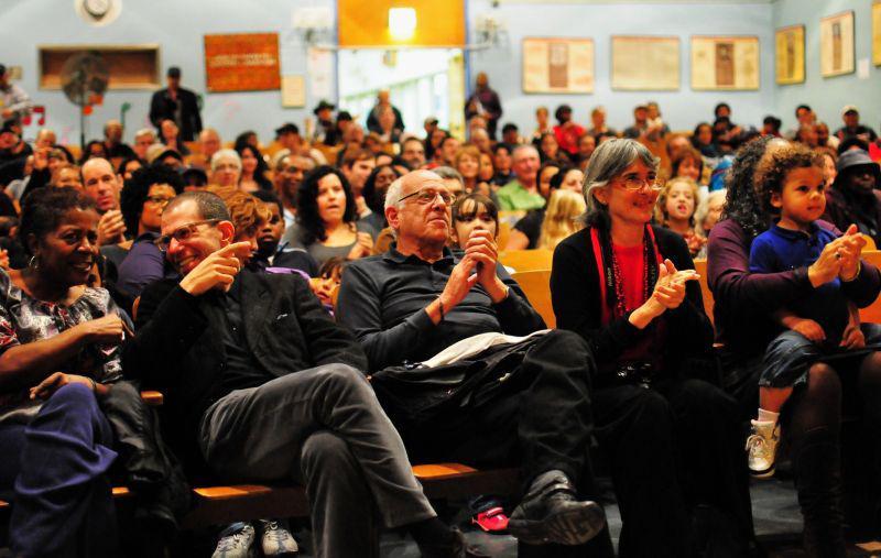 Publikum im Harriet Truman Learning Center in Harlem