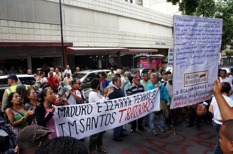"""""""Maduro und Izarra Hunde von Santos, Verräter"""""""