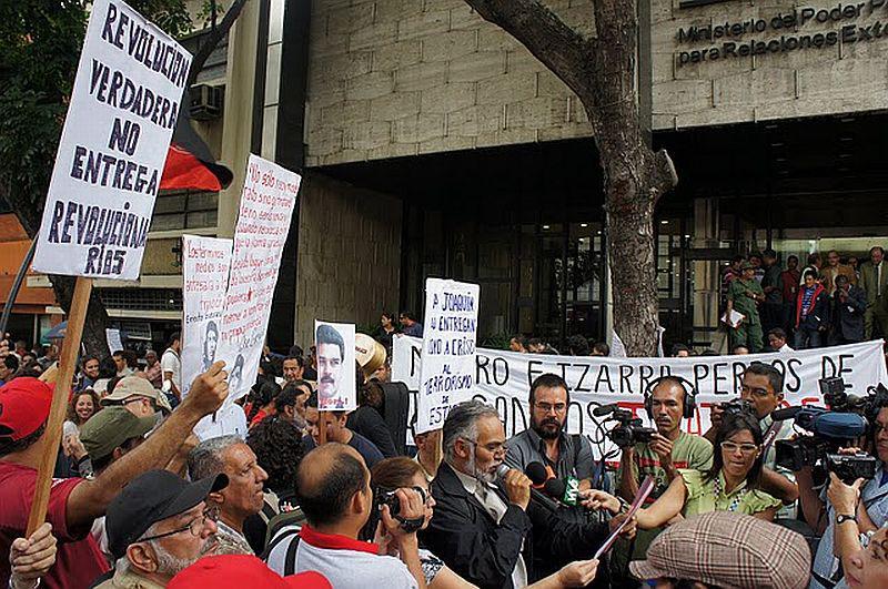 Vertreter der KP verliest Protesterklärung an Außenminister Nicolás Maduro