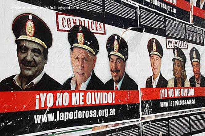 """""""Ich vergesse nicht"""": Die Demonstranten fordern auch die Bestrafung der Zivilisten, die während der Diktatur mit dem Militär kollaborierten."""