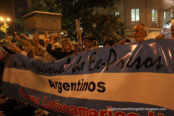 """An der Demonstration nahm auch die """"Nationale Vereinigung der ehemaligen politischen Gefangenen"""" teil."""