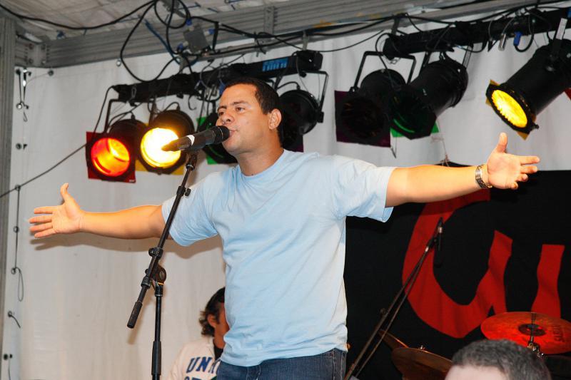 Israel Rojas: Voller Einsatz auf der Bühne.