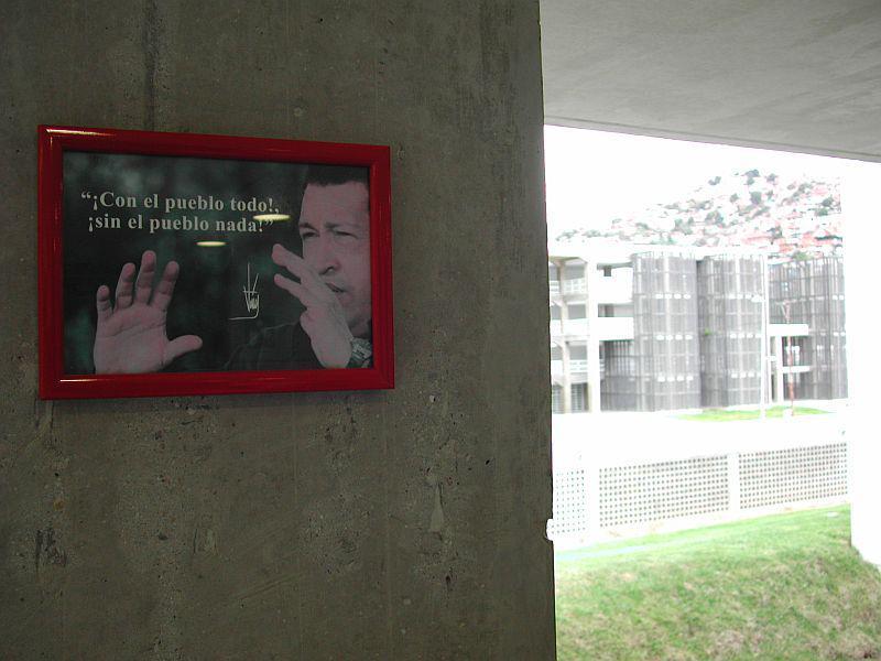 Und auch dem Präsidenten Hugo Chávez begegnet man