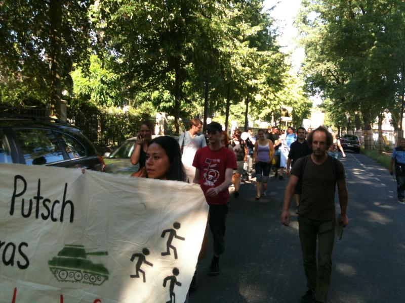 Demonstrationszug zum Sitz der Friedrich-Naumann-Stiftung in Potsdam
