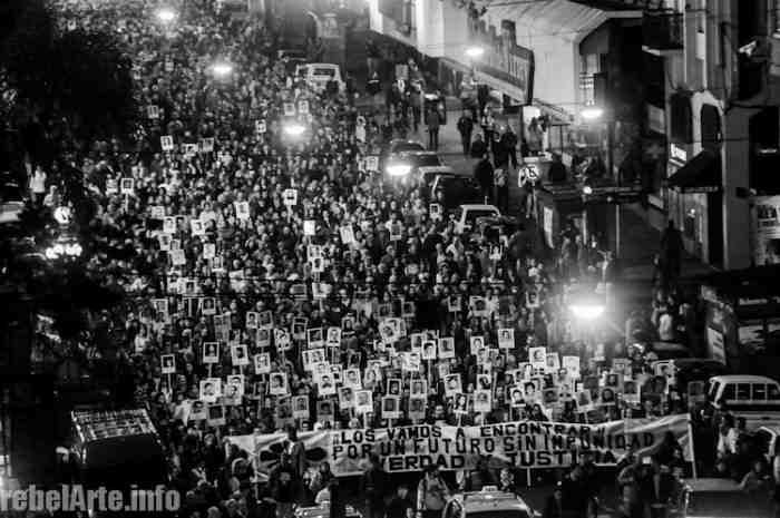 Mehrere zehntausend Menschen beteiligen sich am Schweigemarsch