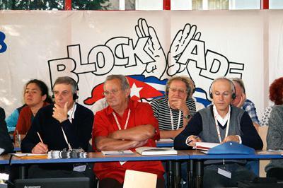 ... ein weiteres Transparent das Ende der US-Blockade gegen Kuba.
