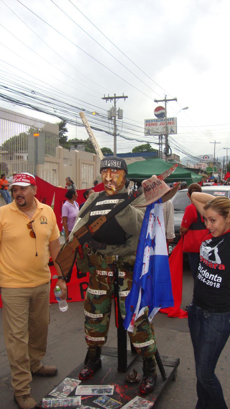 Die zunehmende Militarisierung des Landes und die Menschenrechtslage in der Krisenregion Bajo Aguán waren Themen auf der Demonstration.
