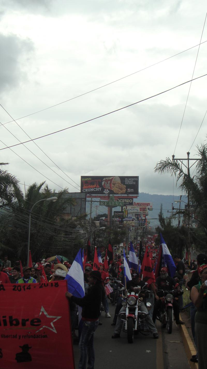Demonstrationszug auf dem Boulevard Morazan
