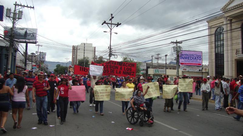 Lehrer kritisierten die Privatisierung der Bildung.