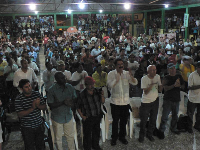 Pater Fausto Milla und Ex-Präsident Manuel Zelaya unterstützen die Aktivisten