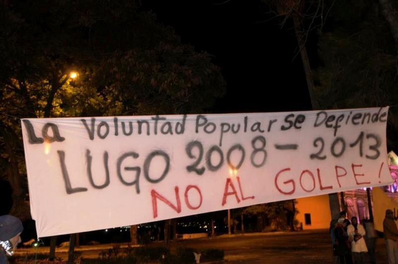 """Transparent in Asunción: Der Wille des Volkes wird verteidigt - Nein zum Putsch"""", Präsident Lugo wurde 2008 gewählt, die reguläre Amtszeit geht bis 2013"""