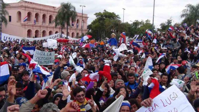 Protest gegen die Absetzung von Präsident Lugo durch den Kongress am vergangenen Freitag