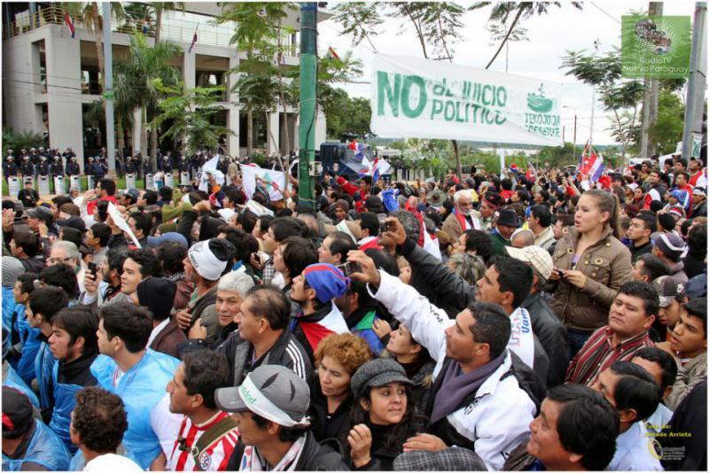 Vor dem Kongressgebäude in Asunción