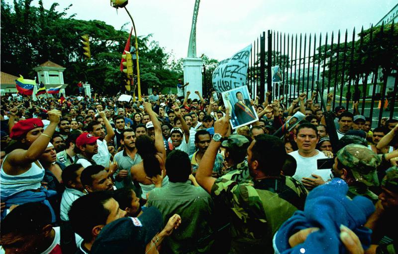 Die Menschen wenden sich massenhaft gegen die Putschisten
