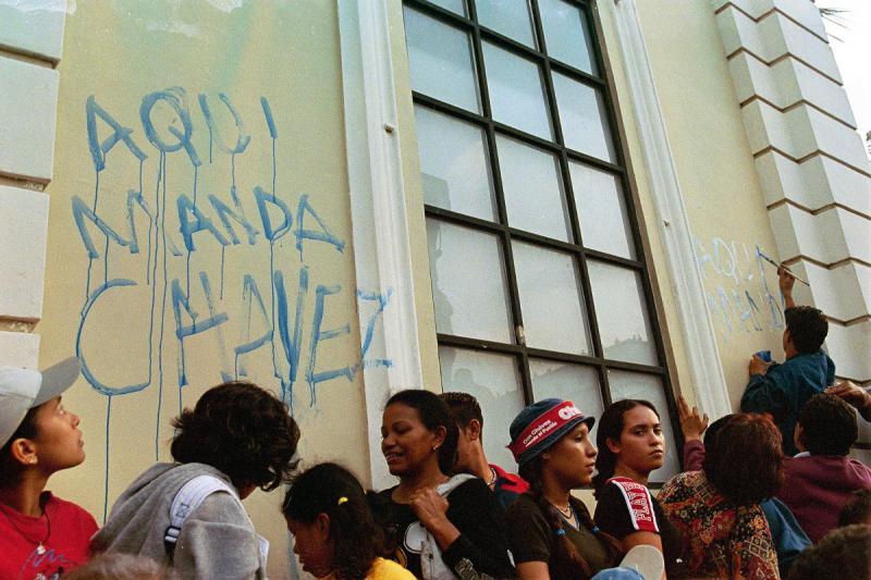 """""""Hier hat Chávez das Sagen"""": Graffito in Caracas"""