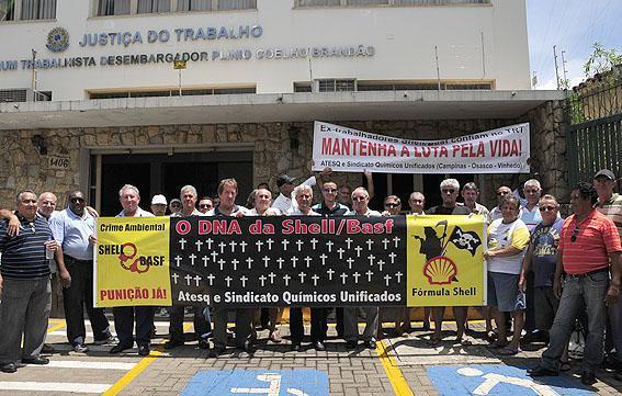 Arbeiter und Anwohner protestieren