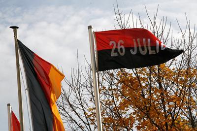 """Vor dem Tagungshotel in Berlin wehte auch die Fahne der kubanischen """"Bewegung 26. Juli"""""""