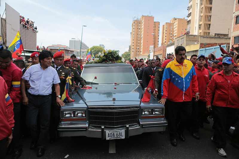Boliviens Präsident Evo Morales und Übergangspräsident Nicolás Maduro an der Spitze der Wagenkolonne