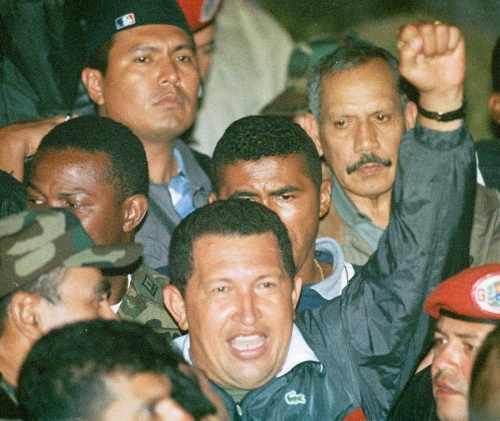 Der 13. April 2002: Chávez kehrt nach Caracas zurück. Der Putsch der Oligarchie wurde von der Bevölkerung und loyalen Militärs zurückgeschlagen.