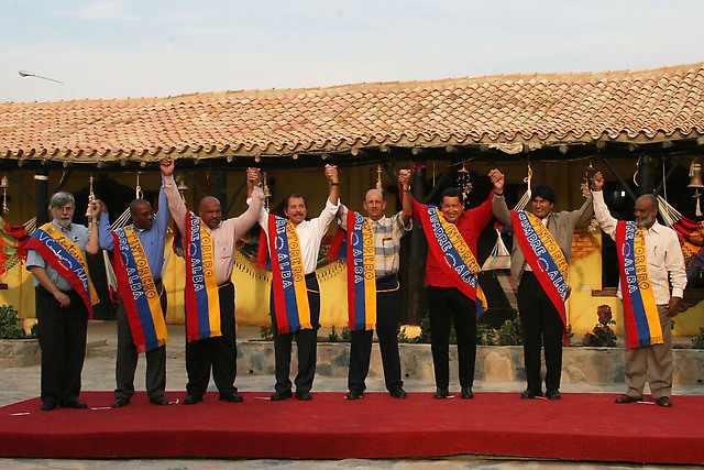 Die Gründung des Staatenbündnisses ALBA, an dem heute 8 Staaten Lateinamerikas und der Karibik beteiligt sind, ging auf die Initiative von Hugo Chávez und Fidel Castro zurück.