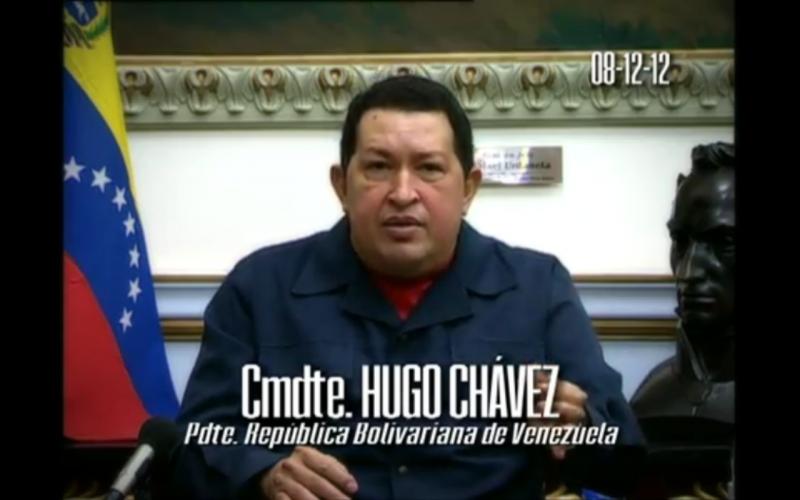 Am 8. Dezember 2012 gibt Chávez bekannt, dass er zu einer erneuten Krebsoperation nach Kuba reisen wird. Er erklärt Nicolás Maduro zum Stellvertreter und Wunschkandidaten für seine Nachfolge, falls er seine Arbeit nicht wieder aufnehmen kann.