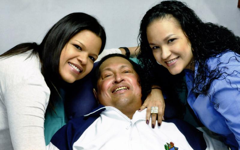 Am 14. Februar veröffentlicht die Regierung Venezuelas Fotos von Hugo Chávez mit seinen Töchtern María Gabriela und Rosa Virginia.