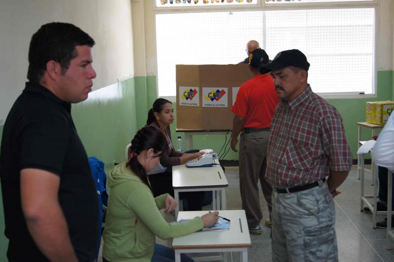 Abstimmung in einem Wahlbüro in Ciudad Caribia
