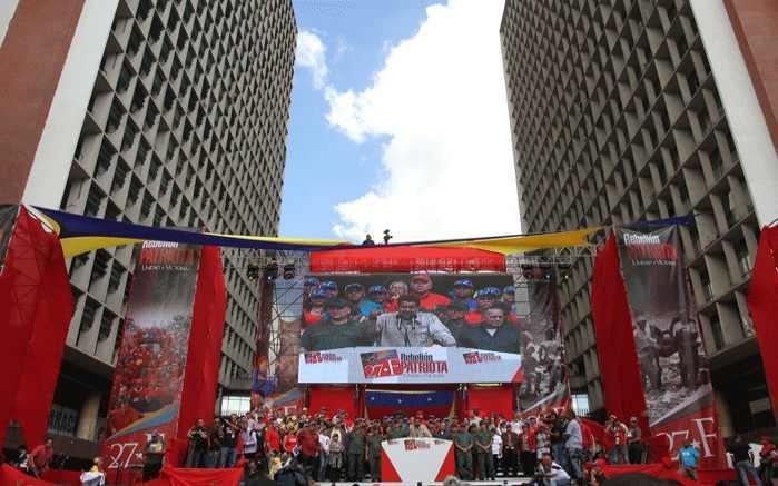 Abschlusskundgebung auf der Plaza Caracas
