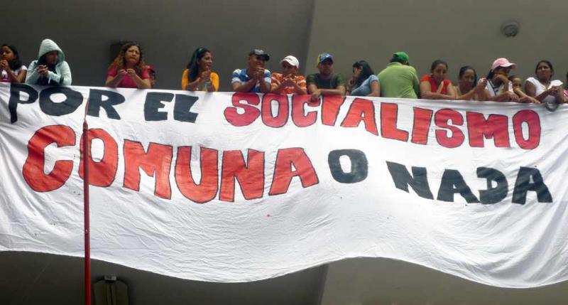 """Transparent bei einem Treffen von Vertretern der Kommunen im Bundesstaat Lara, Venezuela: """"Für den Sozialismus - Kommune oder Nichts"""""""