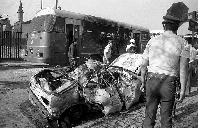 Auto-Bomben-Attentat der Bewegung der Revolutionären Linken (MIR) auf einen Polizeibus im Juni 1985, Santiago
