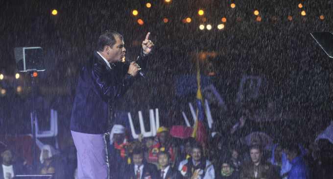 """Präsident Rafael Correa bei seiner Rede am Abend der Eröffnungsfeier: """"Ecuador heißt euch herzlich willkommen, dieses Land ist auch euer Land"""""""
