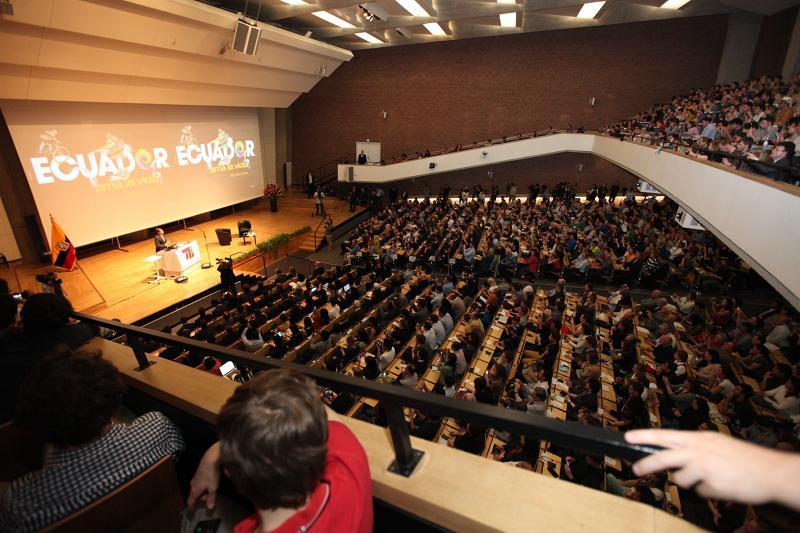 ... mehrere hundert Gäste verfolgten das Event in einem Nebensaal (nicht abgebildet).