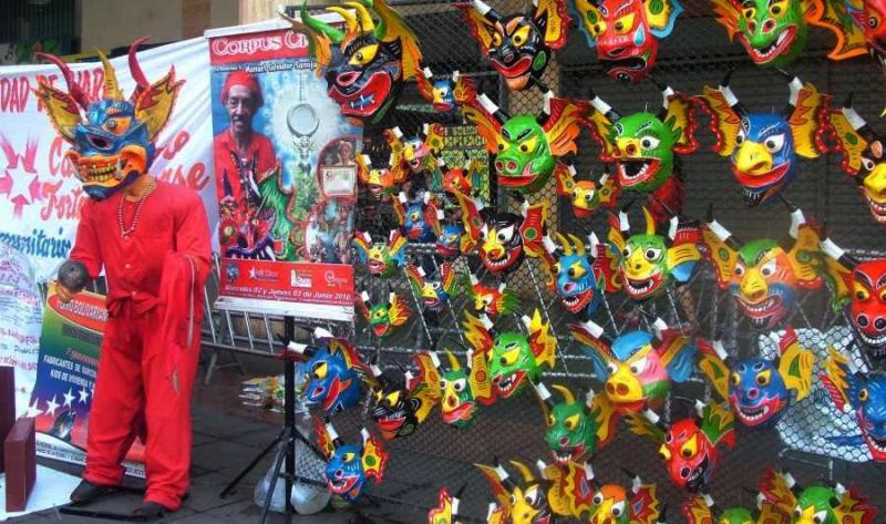 """Masken für die traditionellen """"Tanzenden Teufel"""". Arbeiten einer Kommune aus Yare im Bundesstaat Miranda"""