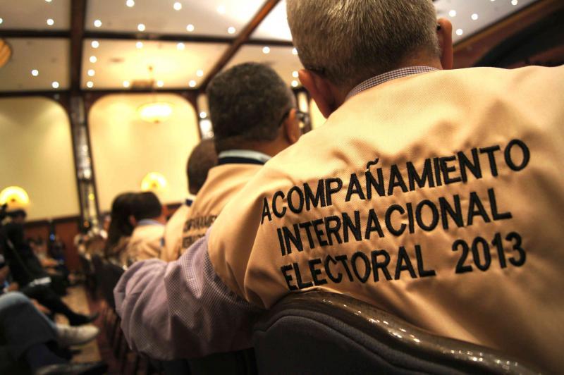 Die Gruppe der internationalen Wahlbegleiter des CNE bestand aus 120 Personen aus 47 Ländern. Die Delegationen wurden von Samstag bis Montag auf alle 23 Bundesstaaten des Landes und die Hauptstadt Caracas verteilt, wo sie am Sonntag jeweils mehrere Wahlbüros besuchten und mit den Wahltischmitarbeitern sprachen.