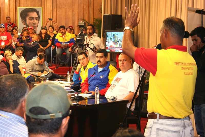 Vertreter verschiedener Kommunen diskutierten im Präsidentenpalast mit Präsident Maduro, Vizepräsident Arreaza und Minister Iturriza