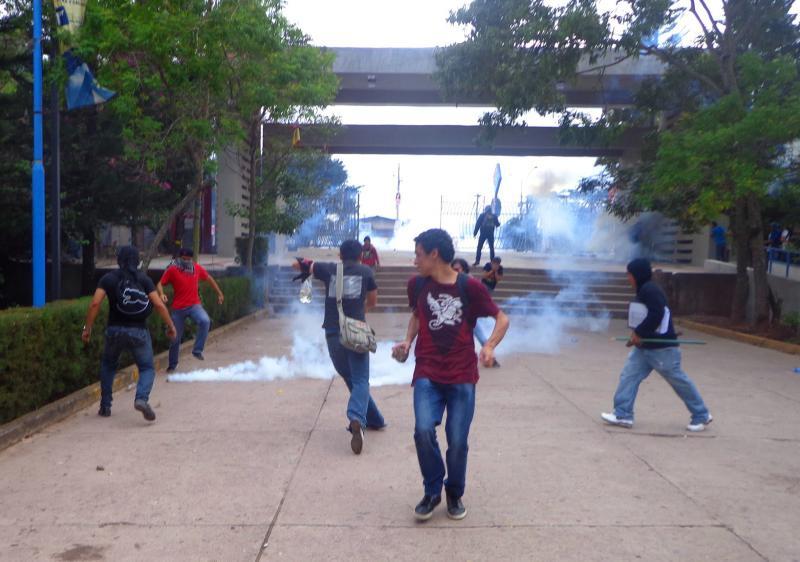 Tränengaseinsatz gegen die Protestierenden