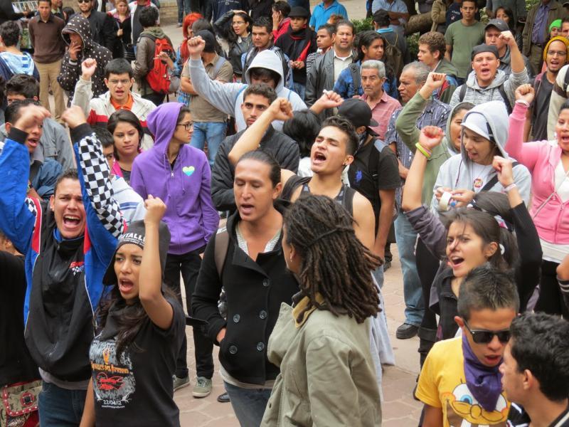 Sehen sich um den Wahlsieg ihrer Kandidatin Xiomara Castro betrogen: protestierende Jugendliche