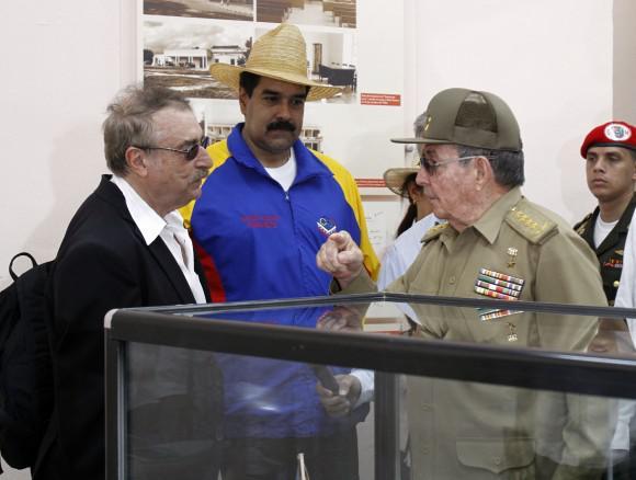 Amerika21.de-Kolumnist Ignacio Ramonet mit Nicolás Maduro und Raúl Castro