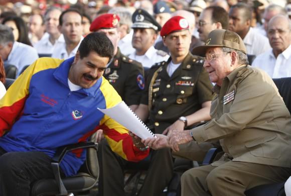Maduro und Castro tauschen sich über Redemanuskripte aus