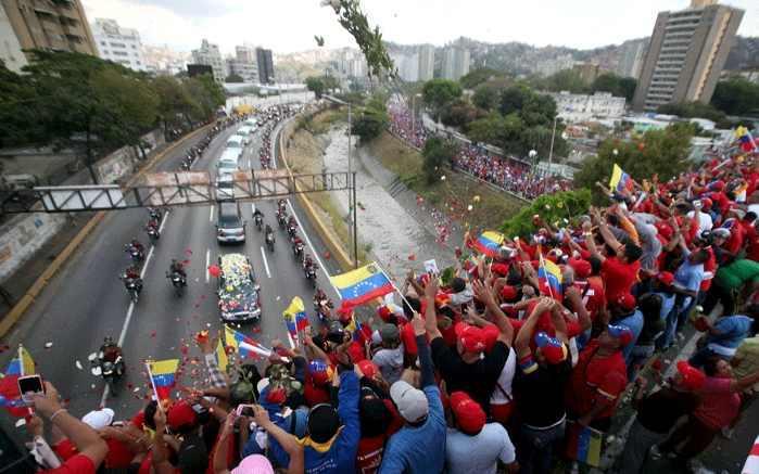 Der Umzug führte über die Stadtautobahn und quer durch Caracas
