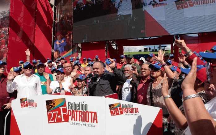 Der Präsident der Nationalversammlung, Diosdado Cabello, vereidigt die Wahrheitskommission