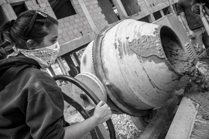 Yoselín ist 23 Jahre alt und pausiert in ihrem Studium, um sich an den Bauarbeiten zu beteiligen. Sie wird gemeinsam mit ihrem Mann, der ebenfalls mitarbeitet, in einer der Wohnungen leben