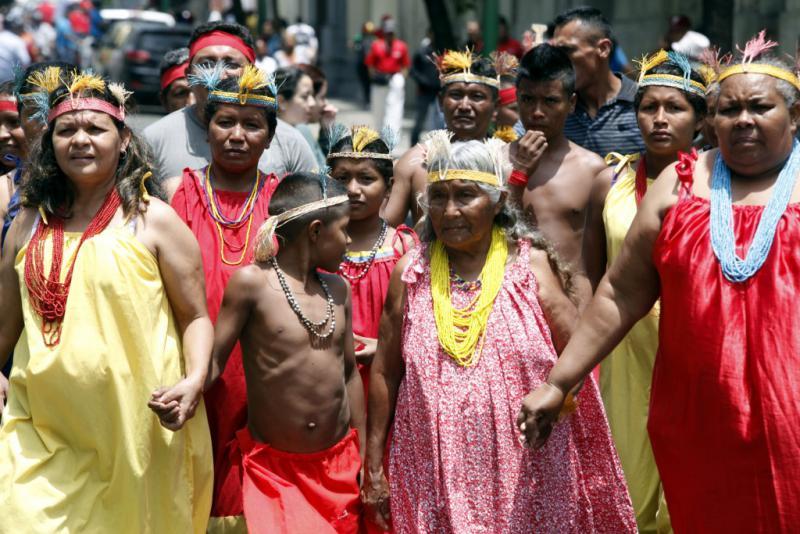 Eine Gruppe indigener Teilnehmer