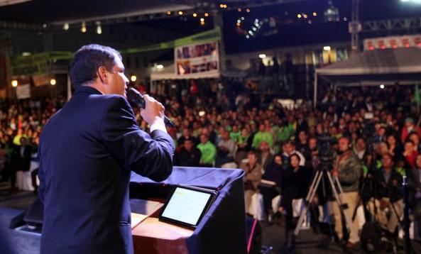 Präsident Correa bei seiner Ansprache. Ein Tag wie der 30. September dürfe nie wieder geschehen
