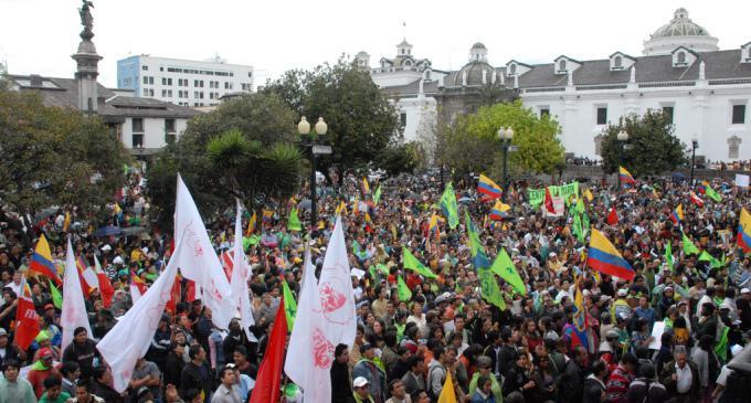 Regierungsanhänger aus dem ganzen Land kamen zum Plaza de San Francisco